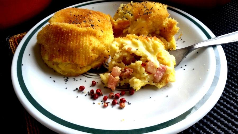 Soufflé di purè di patate, pancetta affumicata easiago