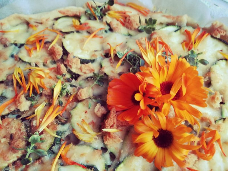 torta-rustica-zucchine-cipolle-fiori-di-calendula @fraduefuochi
