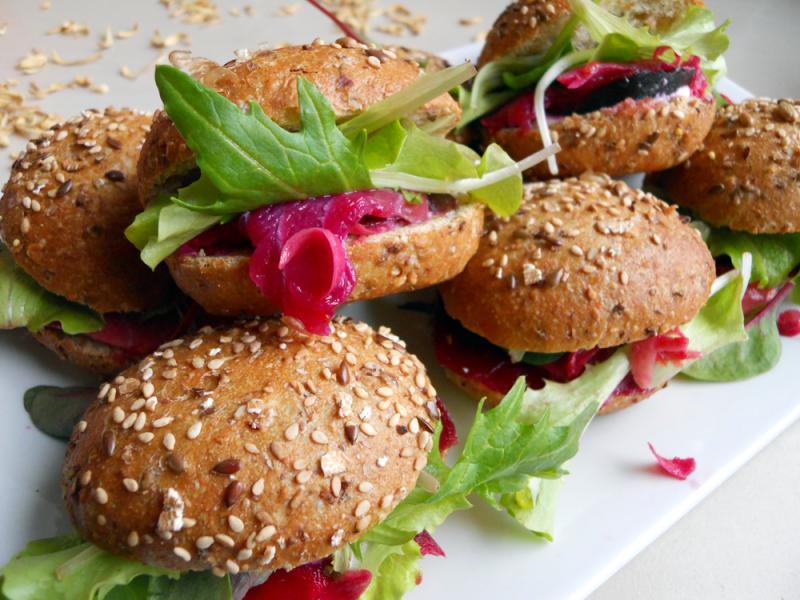 panini al salmone marinato con rapa rossa