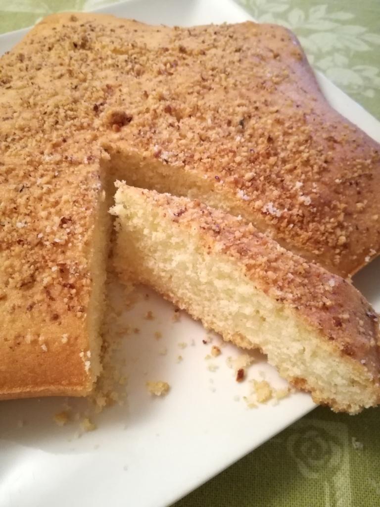 torta al limone con granella di nocciole