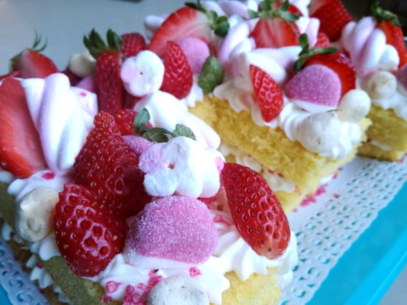 E letter cake