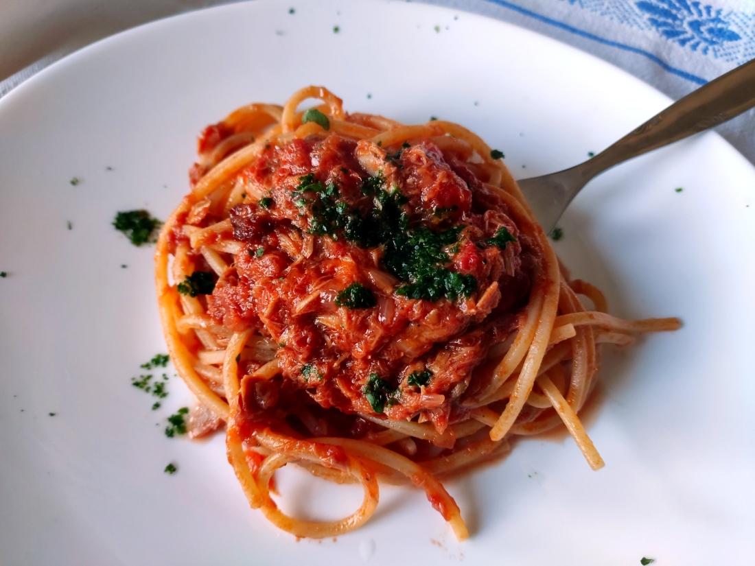 spaghetti al tonno alla bolognese